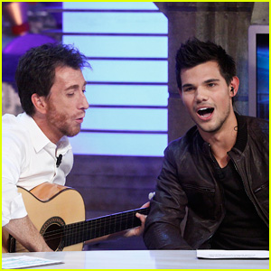 Taylor Lautner Sings A Song!