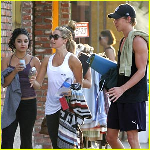 Vanessa Hudgens & Ashley Tisdale: Workout with Austin Butler!