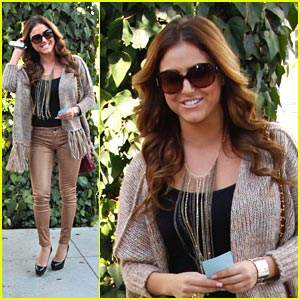 Cassie Scerbo: Ivy Lunch Lady