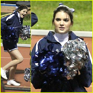 Kendall & Kylie Jenner: Pom Pons Pair
