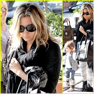 Ashley Tisdale: Lunch with Mikayla & Mom!