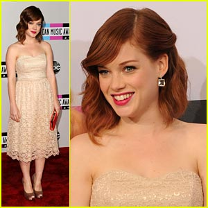 Jane Levy: American Music Awards 2011