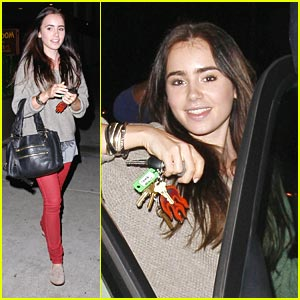 Lily Collins: Newsroom Cafe Cutie