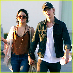 Vanessa Hudgens & Austin Butler: Holding Hands in Venice Beach!