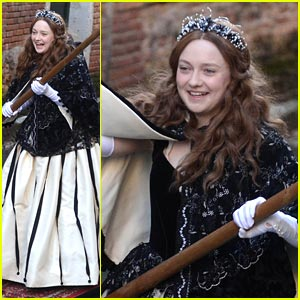 Dakota Fanning is a Gondolier