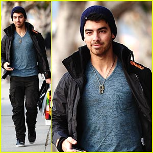 Joe Jonas: Shopping Time!