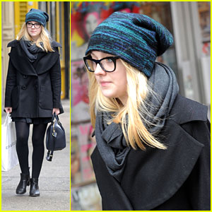 Dakota Fanning: Dean &#038; Deluca Darling