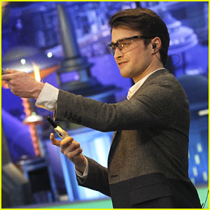 Daniel Radcliffe Lights A Torch on 'El Hormiguero'