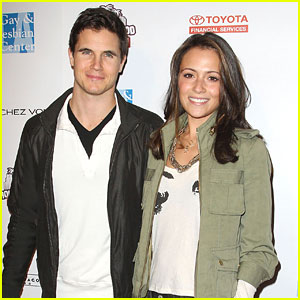 Robbie Amell & Italia Ricci: Hollywood Rush 2012