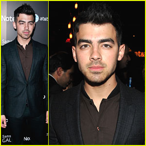 Joe Jonas Takes Notes with Samsung