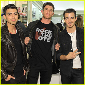 Joe &#038; Kevin Jonas Rock The Vote
