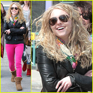 AnnaSophia Robb: Hot Pink Pants!