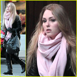 AnnaSophia Robb: Pink Scarf In The City