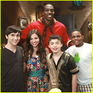 Dwight Howard Guest Stars on 'Pair of Kings'