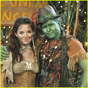 Jennifer Stone &#038; Doug Brochu 'Make Dirt, Not War' on Pair of Kings -- EXCLUSIVE!
