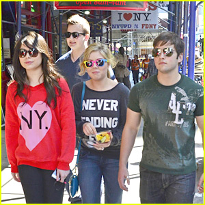 Miranda Cosgrove & Jennette McCurdy Hit NYC with 'iCarly'