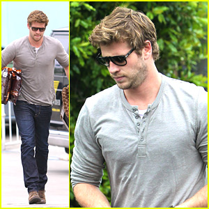 Liam Hemsworth: Puppy Presents!