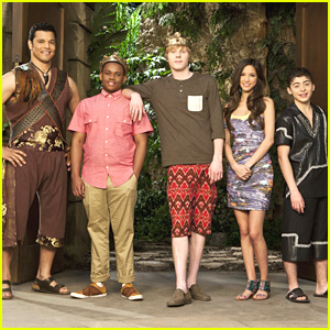 New 'Pair of Kings' Cast Pic -- First Look!