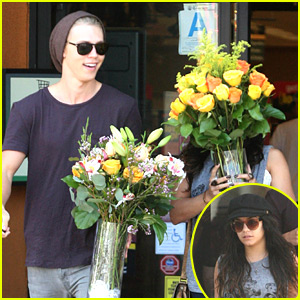Vanessa Hudgens & Austin Butler: Flowers For Mother's Day!