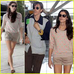 Ashley Greene &#038; Reeve Carney Jet Off From JFK