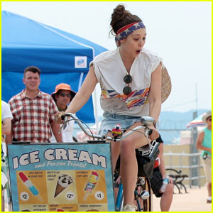 Elizabeth Olsen & Dakota Fanning Have A 'Very Good' Time in Coney Island