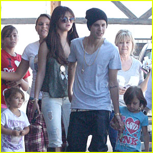 Justin Bieber &#038; Selena Gomez: Sushi Dan's Lunch!