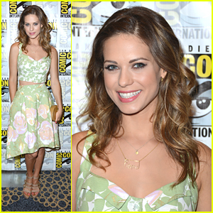 Lyndsy Fonseca: 'Nikita' at Comic Con 2012!