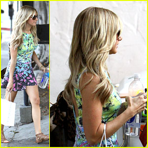 Ashley Tisdale: Nine Zero One Salon Stop