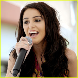 Cher Lloyd: Westfield Galleria Performance!