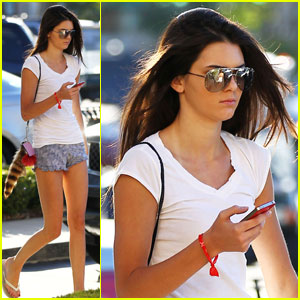 Kendall Jenner: Edwards Cinema Cutie!