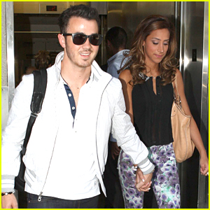 Kevin &#038; Danielle Jonas Take To The Skies After Getting 'Sirius'