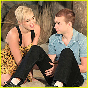 Miley Cyrus: New 'Two & A Half Men' Stills!