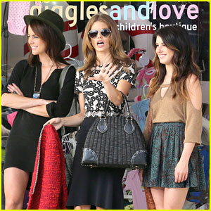 Shenae Grimes & AnnaLynne McCord: Christmas In The 90210