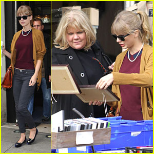 Taylor Swift & Mom Andrea Shop Portobello Road