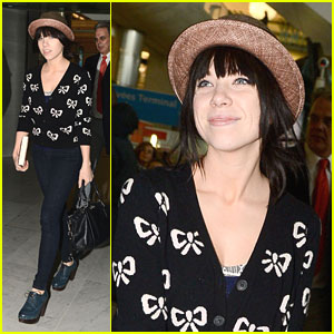 Carly Rae Jepsen: 'Tiny Little Bows' Arrival in Paris