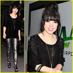 Carly Rae Jepsen Set for Michael Buble Holiday Special!