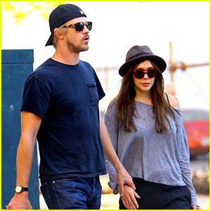 Elizabeth Olsen: Holding Hands with Boyd Holbrook!