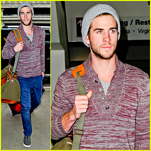 Liam Hemsworth: Solo LAX Departure