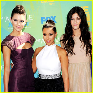 Kendall Jenner Tweets Excitement for Kim Kardashian's Pregnancy!