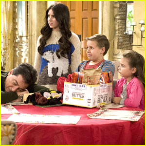 Ryan Newman: 'See Dad Run' Christmas Into The Ground -- Pics &#038; Clip!