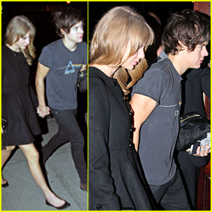 Taylor Swift & Harry Styles: Holding Hands!