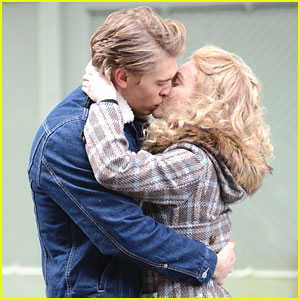 AnnaSophia Robb & Austin Butler: Kiss Kiss For 'Carrie Diaries'