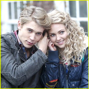 AnnaSophia Robb & Austin Butler: 'Read Before Use' on 'Carrie Diaries'