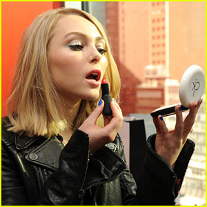 AnnaSophia Robb: CK One Color Cutie
