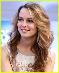 Bridgit Mendler Performs 'Hurricane'