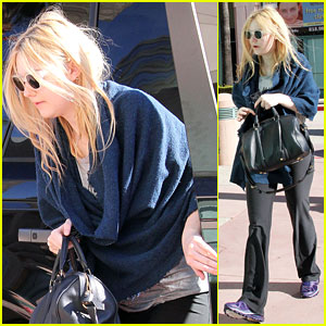 Dakota Fanning Dashes to Dance Class
