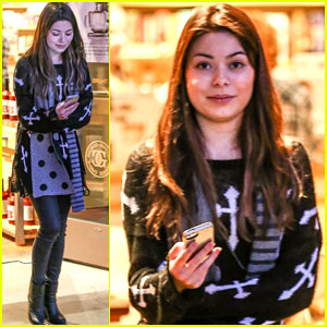 Miranda Cosgrove: Williams-Sonoma Shopper