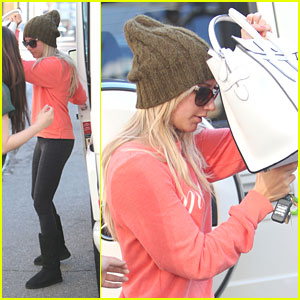Ashley Tisdale: Quick Shopping Stop