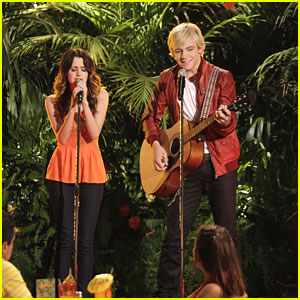 Laura Marano Finally Gets Over Stage Fright in This Weekend's 'Austin &#038; Ally'