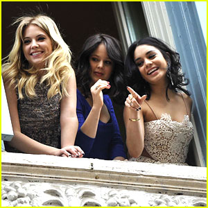 Vanessa Hudgens, Ashley Benson &#038; Rachel Korine: Balcony 'Breakers'